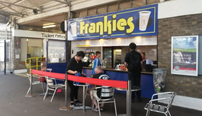 Great Yarmouth station has a reasonable refreshment kiosk selling a range of hot snacks, such as burgers, and hot and cold drinks