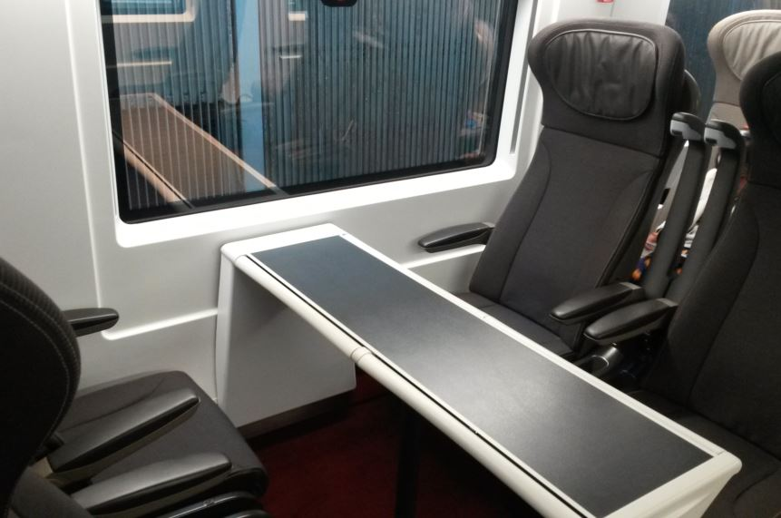 [Eurostar]Just like the older e300 trains, on one side of the train there are double seats around a table in in Standard Premier Class on its new Eurostar e320