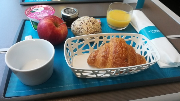 Eurostar passengers paying a little more (occasionally less!) to travel in Standard Premier class rather than Standard Class are giving a light meal. This photo shows the breakfast served when leaving London for Brussels and Amsterdam